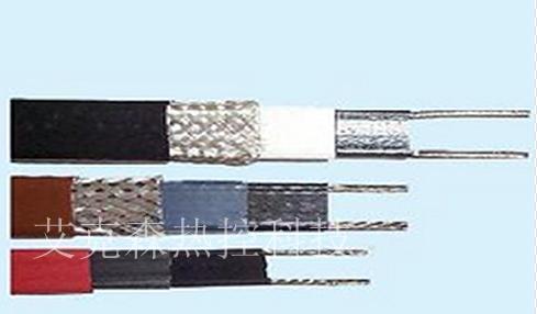 4,放在中间:将电伴热带的接线端和盲端放在两层保温的中间.